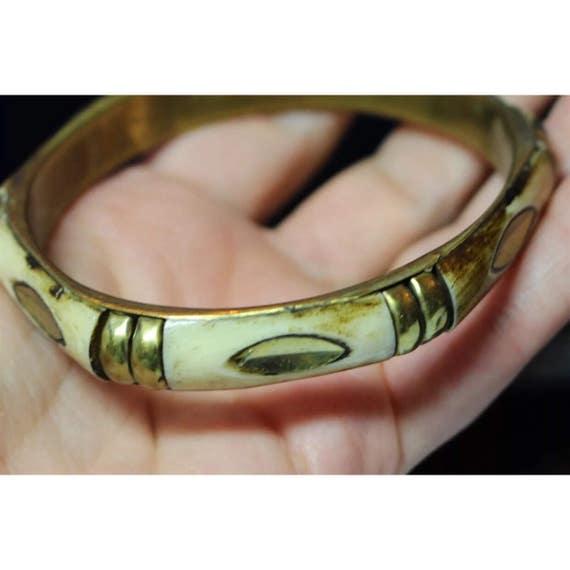 Vintage Hollywood Regency Enamel & Brassy Goldtone Bamboo Bangle Bracelet