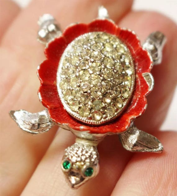 Vintage Miniature Rhinestones & Red Enamel on silvertone sea Turtle brooch Pin with green gemstone eyes