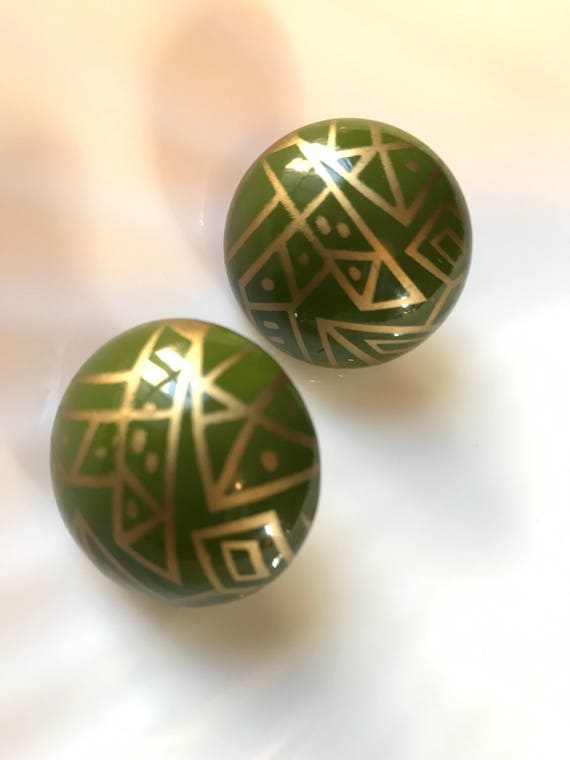 Terrific Vintage Tribal Afrocentric Kwanzaa Olvie Green & Gold Large 80's Puff earrings