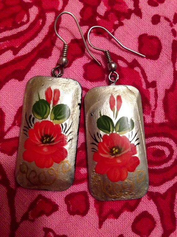 Vintage pretty red flowered Russian Lacquered earrings signed