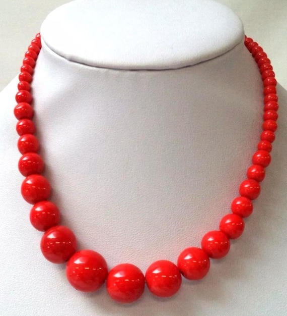 Bright Red Glass Beaded Estate Vintage 14 inch Necklace It's Stunning!