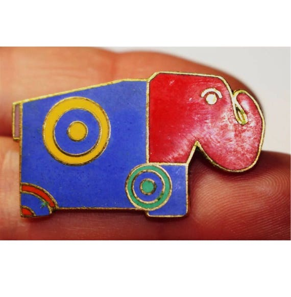 "Vintage Nusantara ""Un too Us"" signed RRH Color Blocked 80's Elephant brooch Enamel & goldtone Pin"