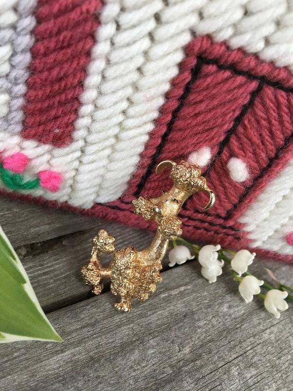 Adorably Kitsch Signed Avon Goldtone Vintage Poodle Pin