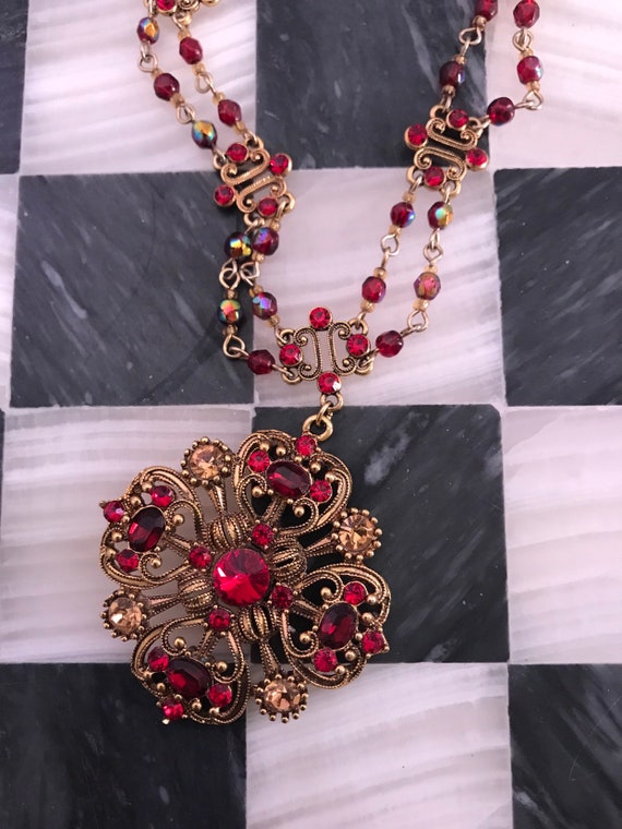 Avon Revial Gothic Red crystal Rhinestone & Goldtone 90s Glamour Grunge Necklace