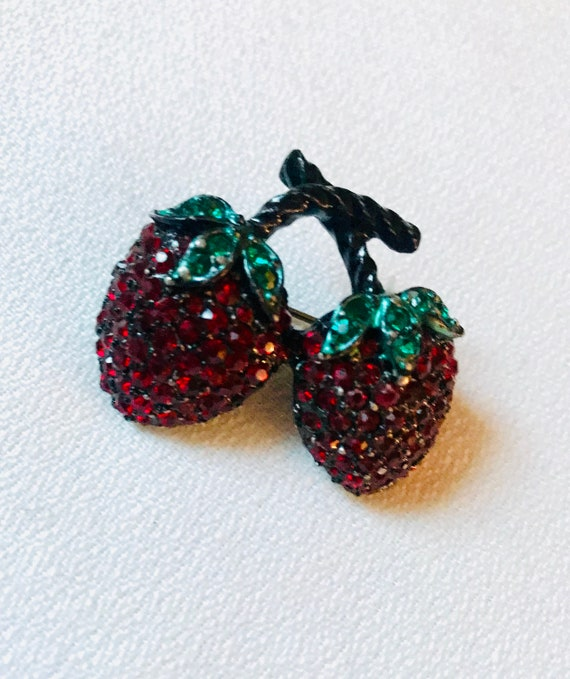 Japanned Red Rhinestone Strawberry Vintage Fruit Pin, Post War Mid Century, Estate Quality, Prong Set Cyrstals, Collectors Vintage Brooch
