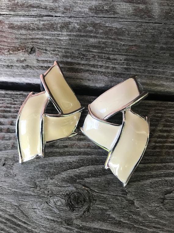 Big Glam Winter White Enamel & Silver tone Modernist Kris Kross Earrings