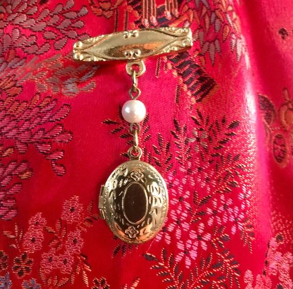 Pretty Etched Goldtone Locket Dangle Bar Pin Mid Century Vintage 70's Romantic Victorian Revival