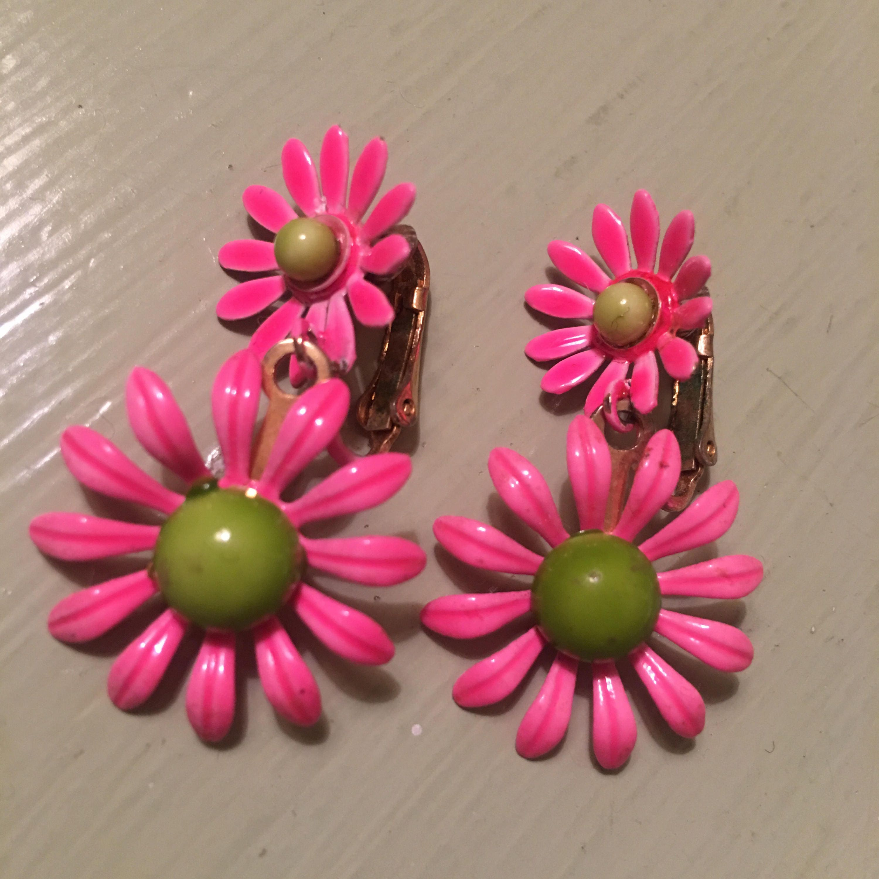 1960s Flower Power Fluorescent Pink Yellowy Lime Dangle Double