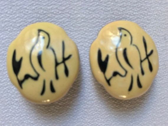 Folksy Asian Enamel Bird Earrings, Mid Century Japan Painted Bird On Ivory Cream Vintage Clip ons