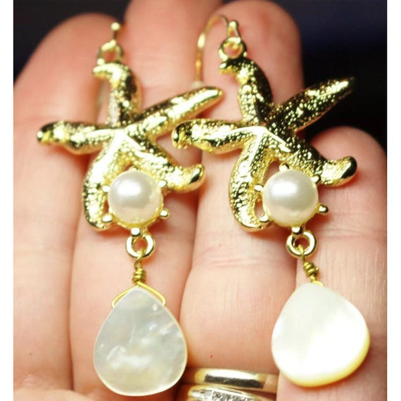Beautiful mother of Pearl and Pearl goldtone Starfish drop & dangle earrings 90's Vintage