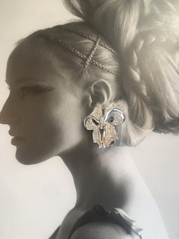 Demure Silver Bow Earrings, Pretty Understated Elegance, Charming Mid Century Clip ons
