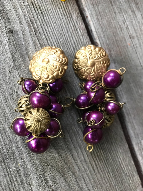 Abfab 80's Vintage Purple Cluster Bead and Matte Goldtone Art Nouveau Style grapes on Vine Earrings