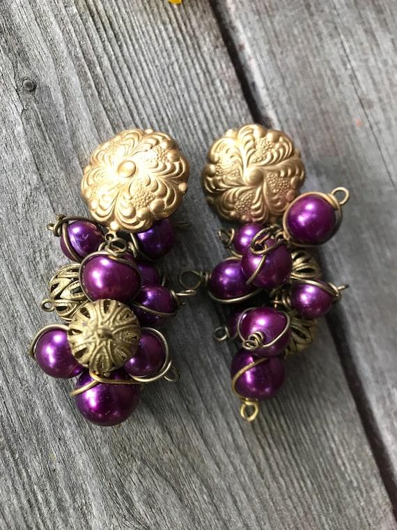 80's Purple Cluster Bead Dangles, Matte Goldtone Floral Art Nouveau grapes on Vine Vintage Earrings