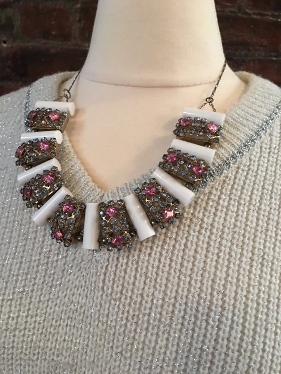 Unusual pretty mix medium pastel pink & blue rhinestones / white molded beads chain and 925 clasp styish  statement necklace