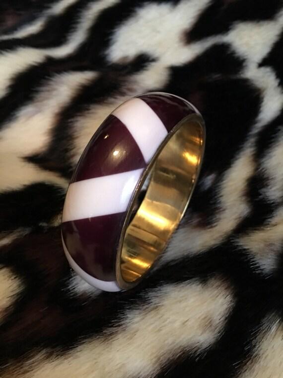 Nice Vintage Ebony brown &Ivory zig zag chevron patterned enamel on brass goldtone bangle bracelet