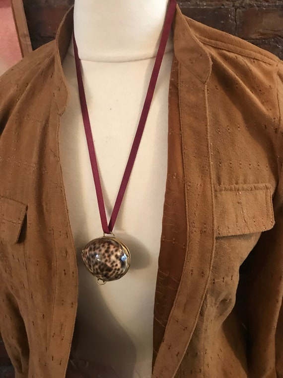 Little Trinket or stash box Made of Reak Natural Shell & Brass can be worn as a Pendant too