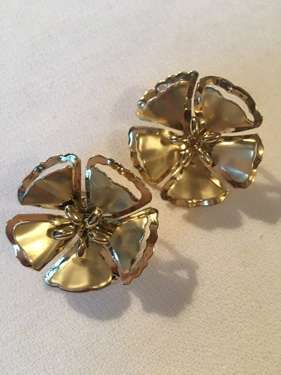 Sensational Mid Century Golden Flower Clip On Earrings in Mint Condition just like the Brooches from this Period! Rare!