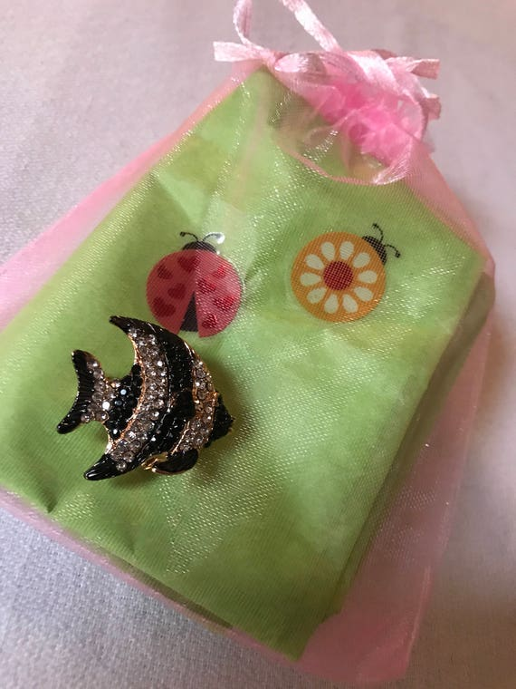 Bling Treat! 10 Dollar Bling goodie this one is a New Super cute Little Rhinestone & Goldtone Angel Tropical Fish Pin Great treat gift