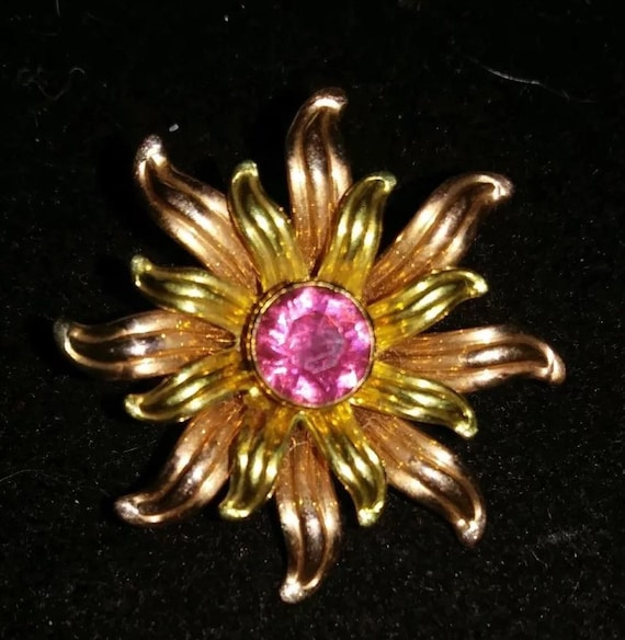 VAN DELL Pink Rhinestone Center Flower Brooch , Art Deco Modernist Unisex Lapel Pin, Alternative Corsage Boutonnière