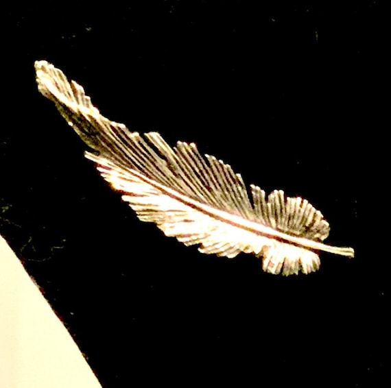 Feather Lapel Pin, Mid Century Hollywood Regency Silver tone Feathery Leaf Vintage Brooch, Unisex Trending Fashion, Perfect Gift!