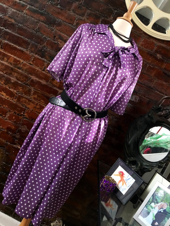 Perfect Purple Polyester Polka Dot Pussy Bow dress with side pockets vintage one size roomie mint condition
