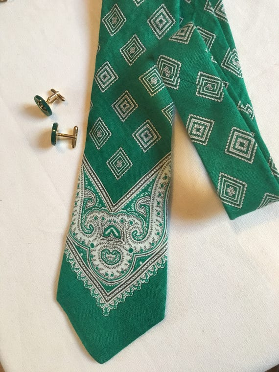 Vintage Green Bandanna Paisley Print Tie by Marshall Fields, Beautiful Mint condition, Great with Jeans