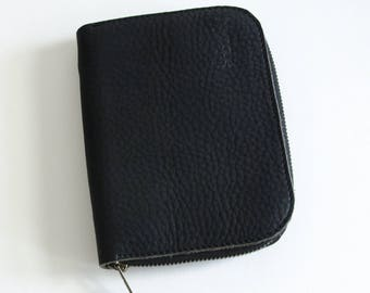 POUCH MATA handmade of black textured leather, ideal to store small items like make-up