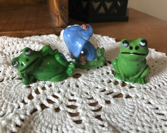 Adorable set of two friendly frogs and a toad stool. Miniature. Kitschy