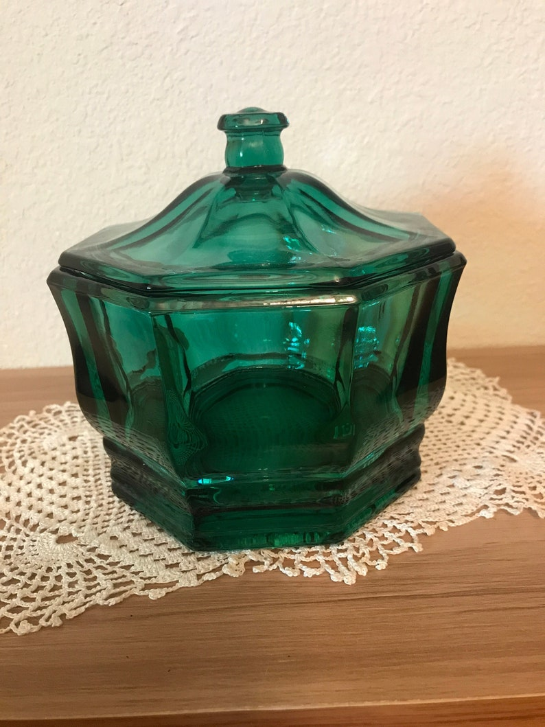 Gorgeous Emerald Green Glass Candy Dish With Lid Decor Storage Kitchen Farmhouse