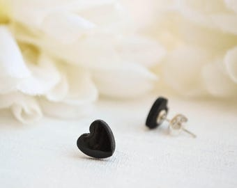 Mini black heart earrings - Stud earrings
