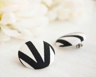 Black and white button earrings - Stud earrings