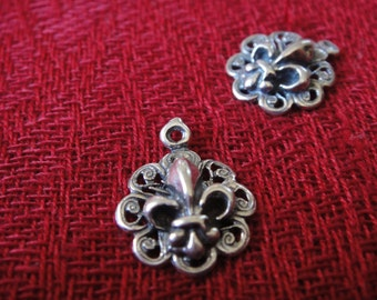 1 pc. 925 sterling silver oxidized Fleur De Lis charm, or pendant