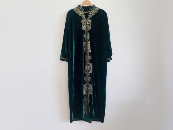 Vintage velvet dress // vintage green velvet dress