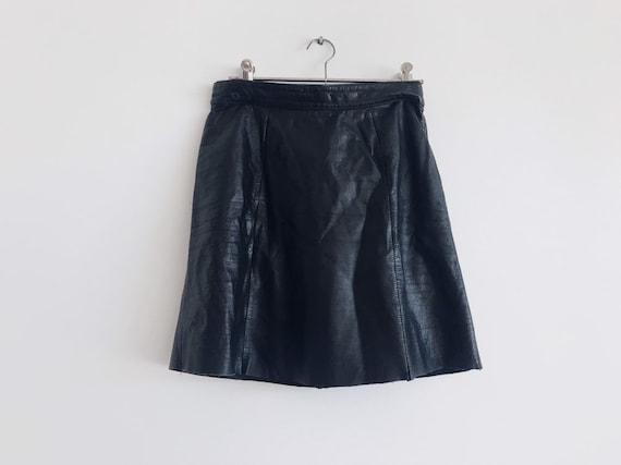 vintage leather mini skirt // 90s leather skirt