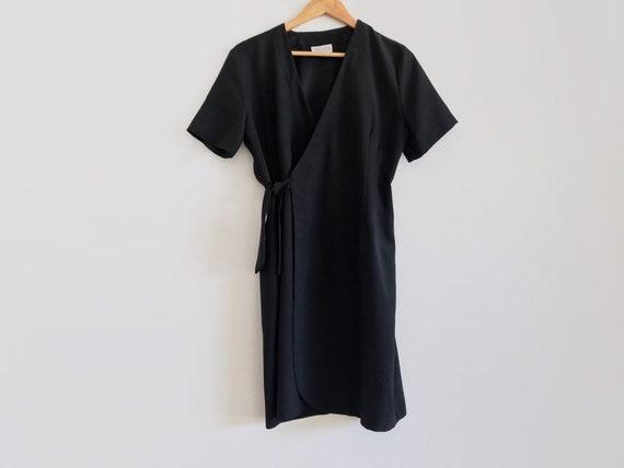 Vintage black wrap dress // vintage lbd // vintage