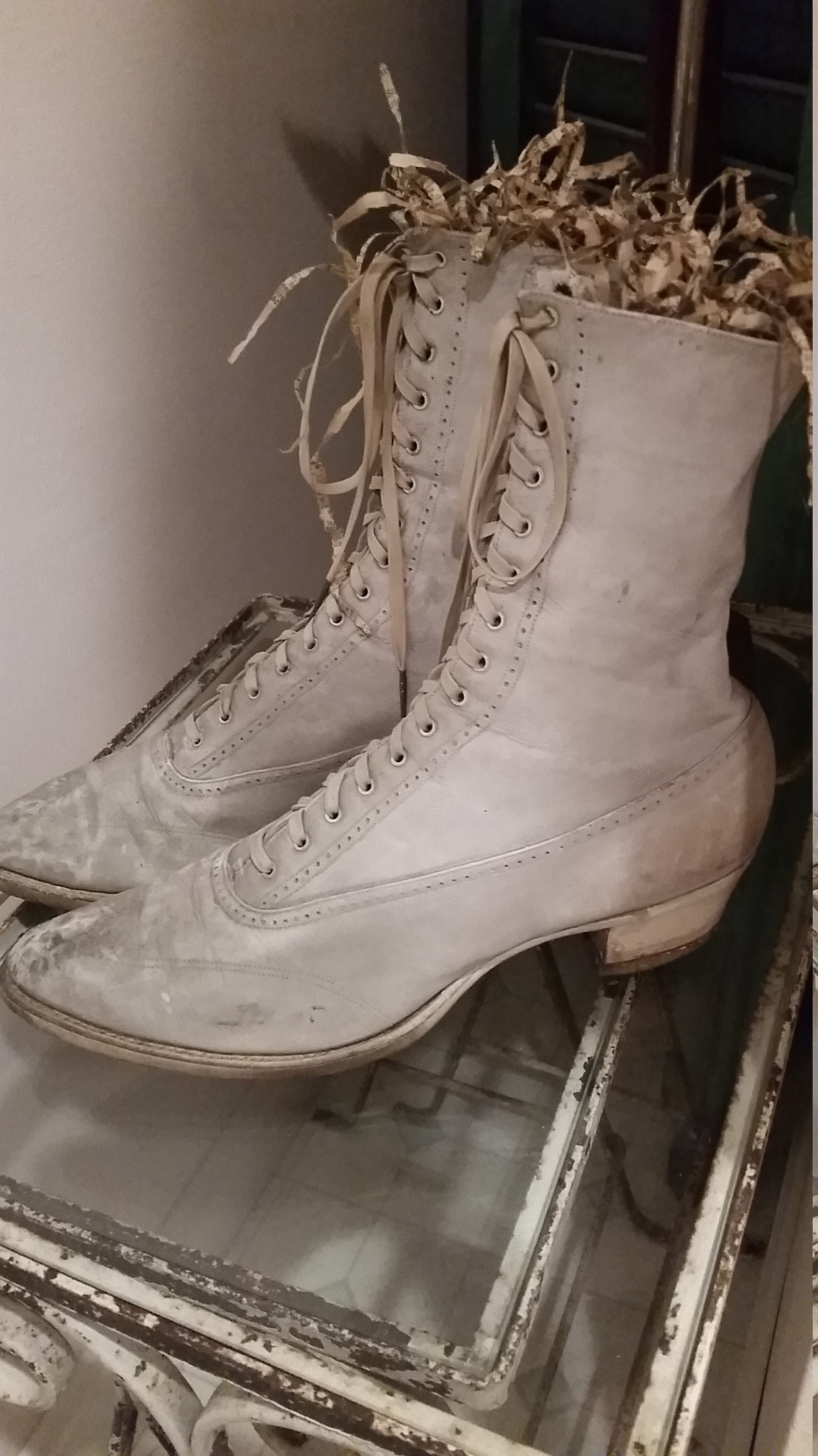 RESERVED ON HOLD HOLD HOLD Victorian  botas  Edwardian blanco  botas  b0e616