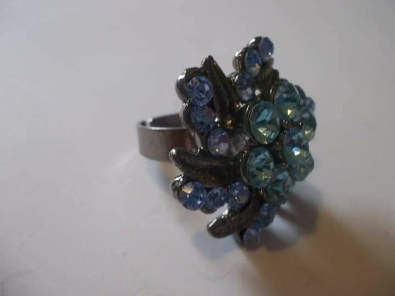 Gorgeous Flower Shape w Leaves /& 2 Stunning shades of Blue Crystals Size 7 Adjust Possibly Pewter 14.99 FREE Ship! Ring Handcrafted