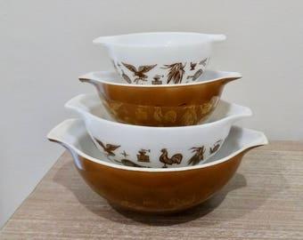 Set of 4 Pyrex Early American pattern mixing bowls, brown and white  pyrex, early American cinderella bowls, bowl set