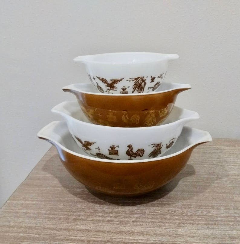 buy online fe359 508a2 Set of 4 Pyrex Early American pattern mixing bowls, brown and white pyrex,  early American cinderella bowls, bowl set