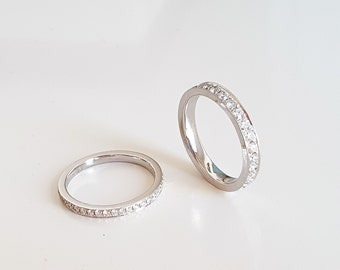 950-platinum memory ring with Top Wesselton diamonds, 0.46 carat or 0.98 carat, 2 mm width or 3 mm width platinum ring