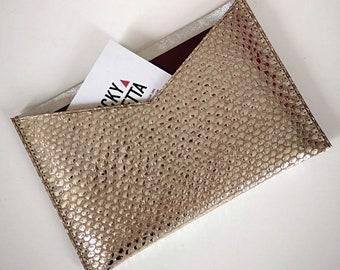 Pochette en cuir taupe/argent métallisé pour ranger ses papiers