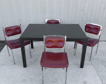Mid-Century Modern Dining Set With Four Chairs