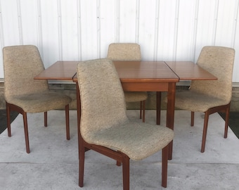 Scandinavian Modern Dining Set With Four Chairs