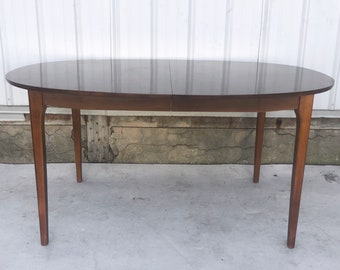 Mid-Century Oval Dining Table With leaves