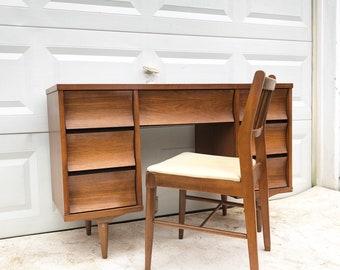 Johnson Carper Writing Desk with Chair
