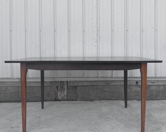 Vintage Modern Dining Table With Three Leaves