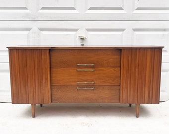 Mid-Century Modern Credenza or Sideboard