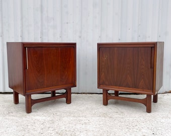 Pair Mid-Century Modern Nightstands