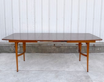 Mid-Century Modern Dining Table With Two Leaves