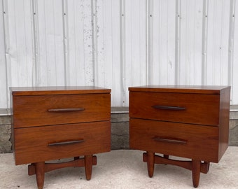 Pair Mid-Century Nightstands by Harmony House